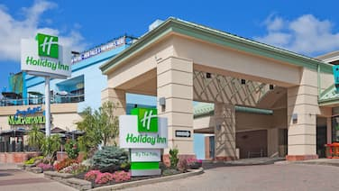 Holiday Inn Niagara Falls - By The Falls, an IHG Hotel