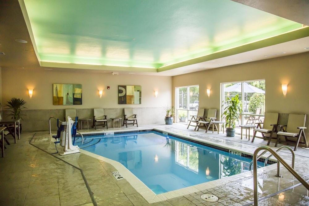 Comfort suites in bentonville fayetteville hotel rates for Bentonville pool