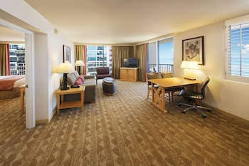 Embassy Suites By Hilton Waikiki Beach Walk Deals Reviews