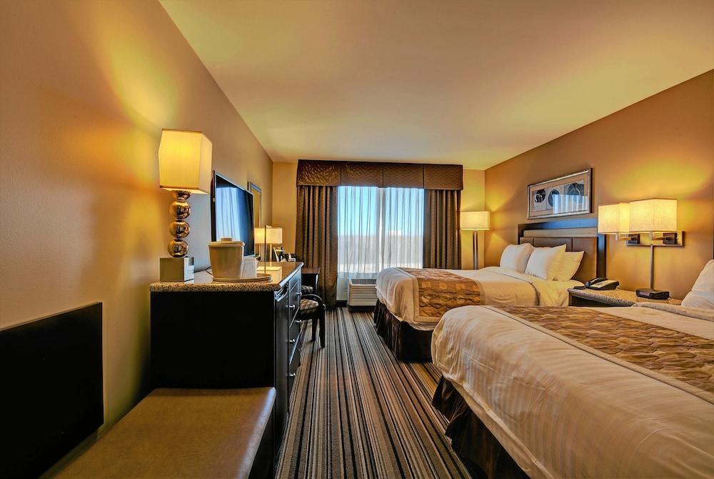 Hollywood casino tunica room service