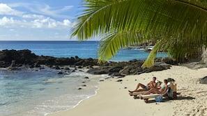 Playa privada, arena blanca y servicio gratuito de transporte a la playa
