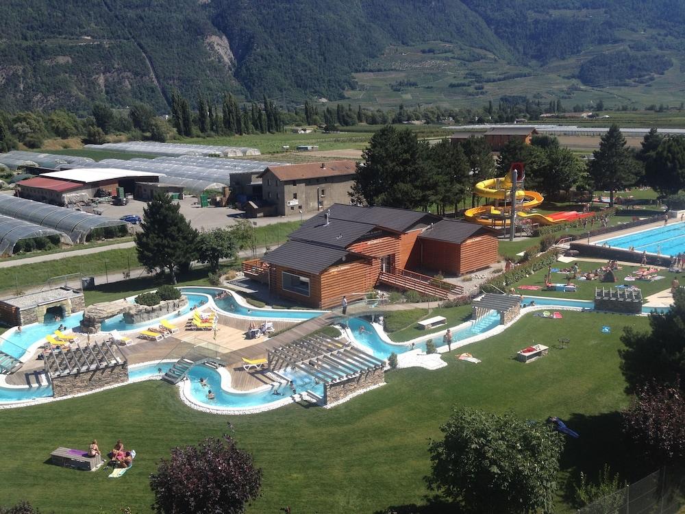 Hotel des bains de saillon sion route du centre thermal for Hotel des bains de saillon