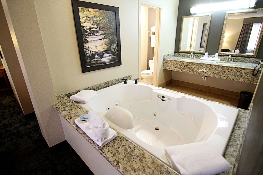 Jetted Tub, C'mon Inn Hotel & Suites