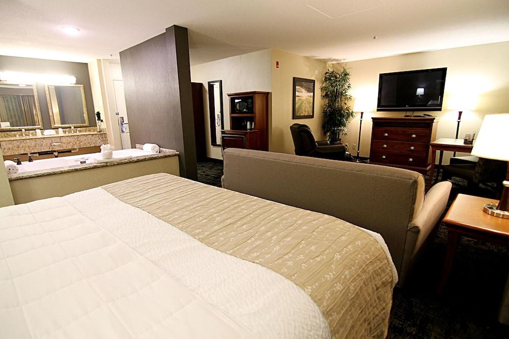 Room, C'mon Inn Hotel & Suites