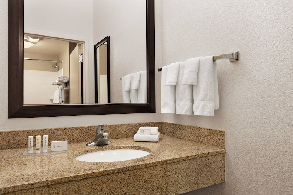 Bathroom, SpringHill Suites by Marriott Dulles Airport