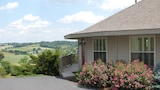 Holmes with a View - Millersburg Hotels