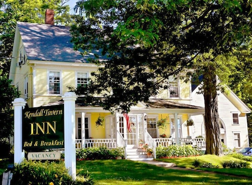 Great Place to stay Kendall Tavern Inn near Freeport