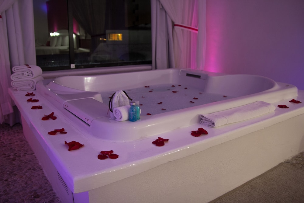 Jetted Tub, Bel Air Collection Resort & Spa Cancun