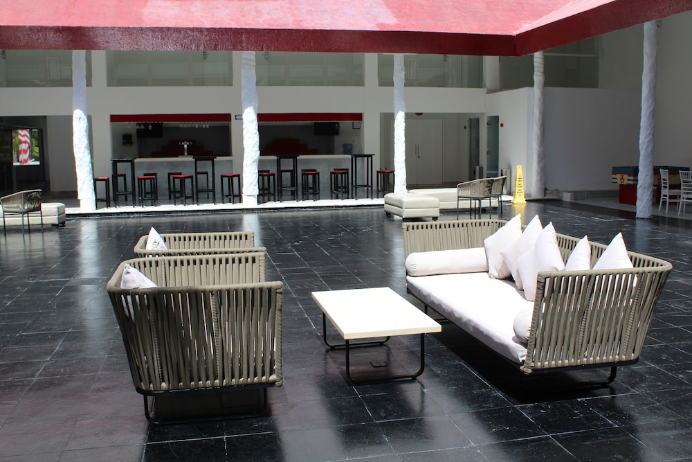 Lobby Sitting Area, Bel Air Collection Resort & Spa Cancun
