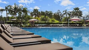 2 outdoor pools, open 6:30 AM to 8:00 PM, pool loungers