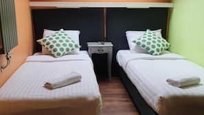 Pillowtop-Betten, individuell dekoriert, Schreibtisch
