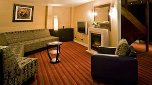 Premium bedding, down duvet, free minibar, in-room safe