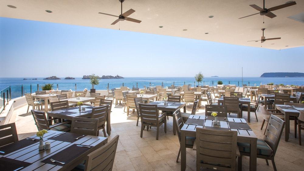 Outdoor Dining, Hotel Royal Neptun