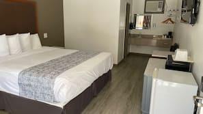 Egyptian cotton sheets, premium bedding, iron/ironing board, Internet
