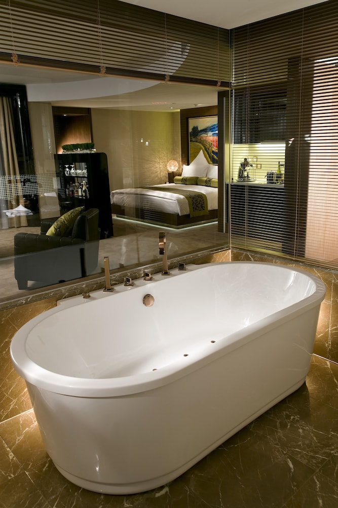Deep Soaking Bathtub, Pudi Boutique Hotel Fuxing Park Shanghai