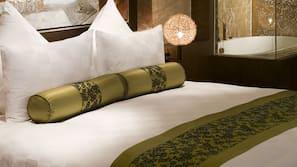 Select Comfort 床墊、迷你吧、保險箱 (可放手提電腦)、書桌