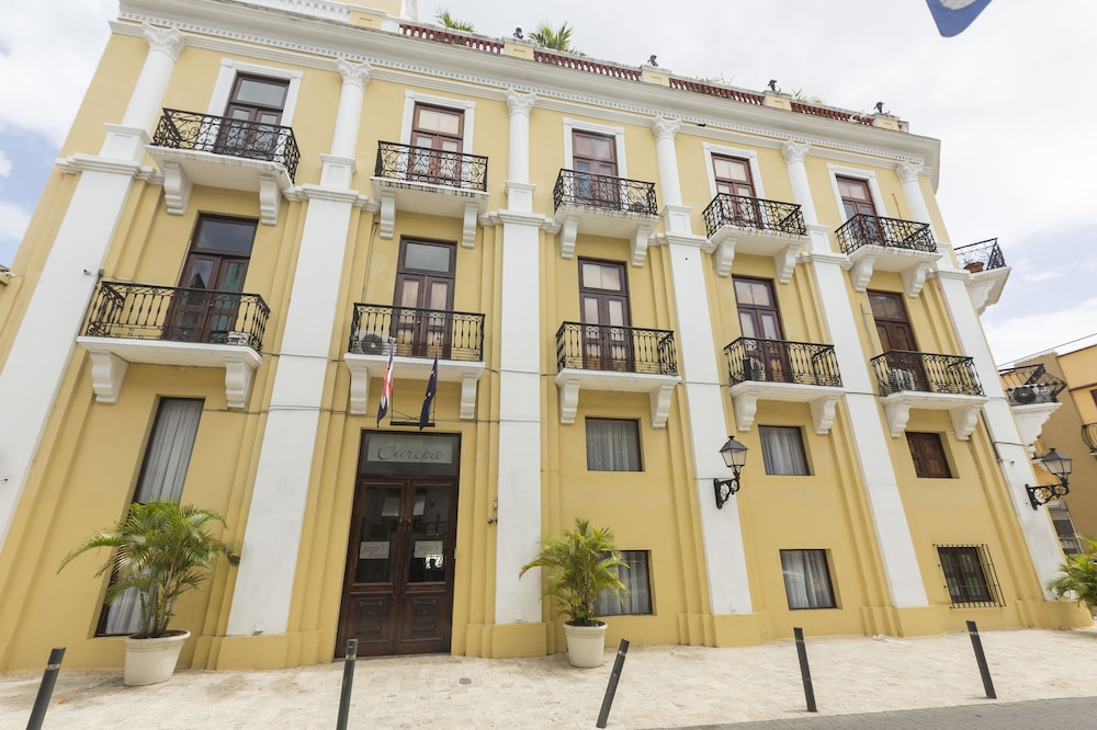 Property Entrance, GRAN HOTEL EUROPA In the Heart of Colonial City