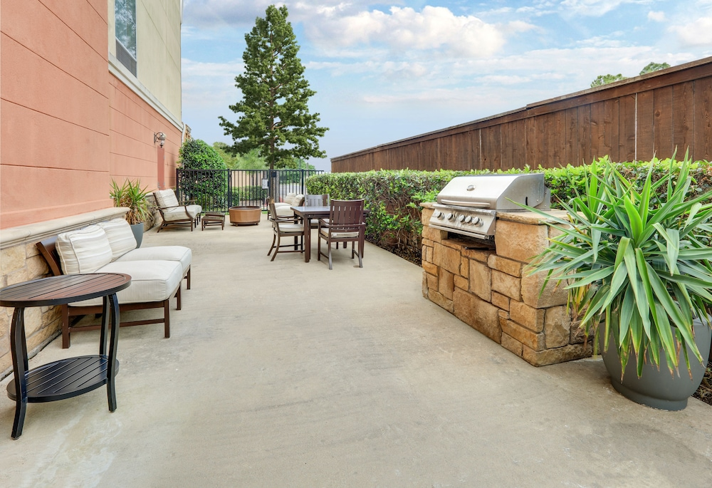 BBQ/Picnic Area, Homewood Suites by Hilton Houston Stafford Sugar Land