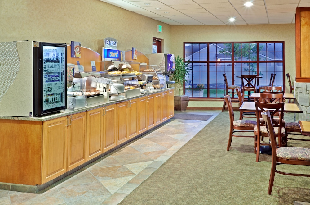 Restaurant, Holiday Inn Express Hotel & Suites Cheney-University Area, an IHG Hotel