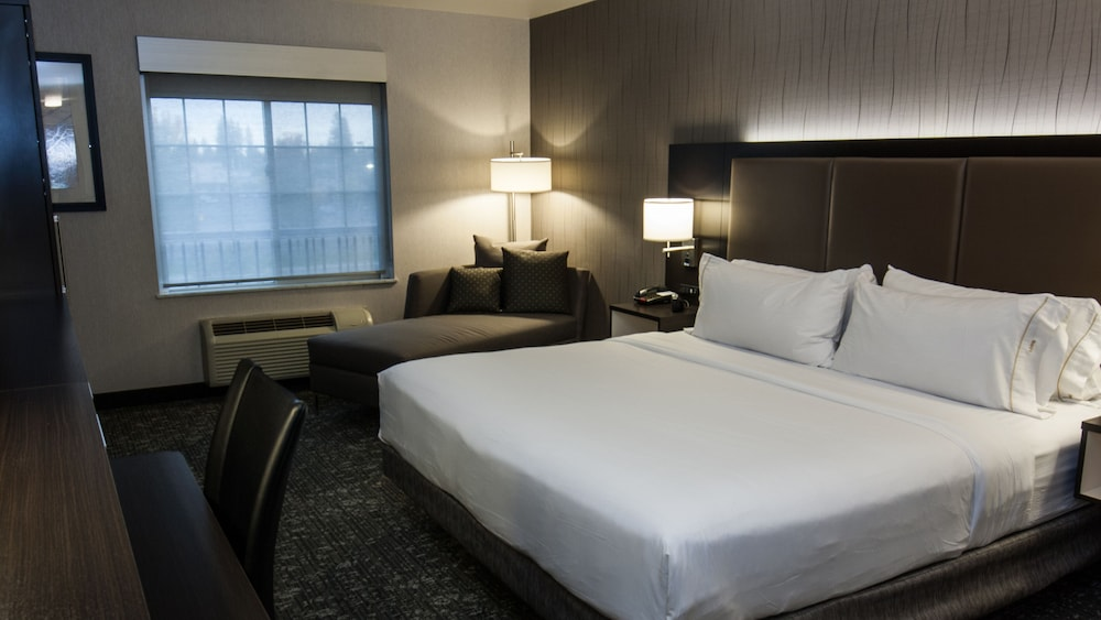 Room, Holiday Inn Express Hotel & Suites Cheney-University Area, an IHG Hotel