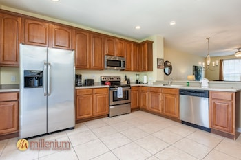 3 Bedroom / 3.5 Bath Townhome - In-Room Kitchen
