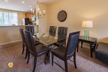 3 Bedroom / 3.5 Bath Townhome - In-Room Dining