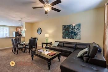 3 Bedroom / 3.5 Bath Townhome - Living Area
