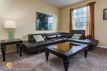 3 Bedroom / 3.5 Bath Townhome - Living Room