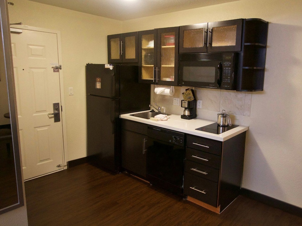Private Kitchenette, Candlewood Suites West Little Rock