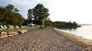 Beach nearby, sun loungers, beach umbrellas, 2 beach bars