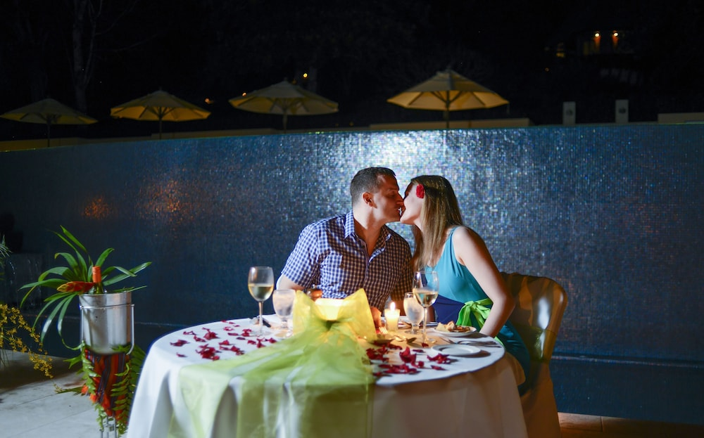 Couples Dining, The Lodge at Chaa Creek