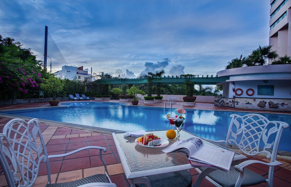 Outdoor Pool, Halong Plaza Hotel