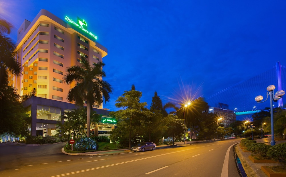 Front of Property - Evening/Night, Halong Plaza Hotel