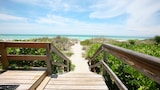 The Beach on Longboat Key by RVA - Longboat Key Hotels