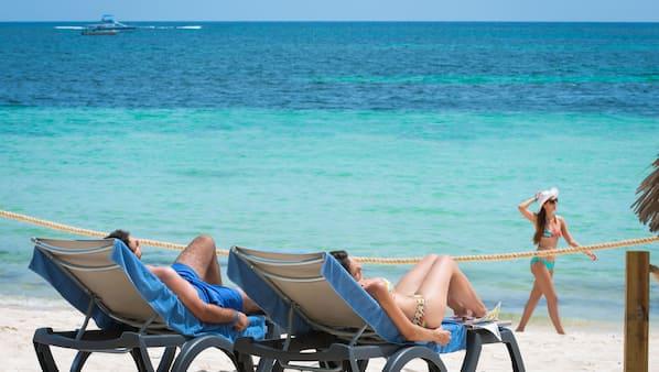Am Strand, Cabañas (kostenlos), Liegestühle, Strandtücher