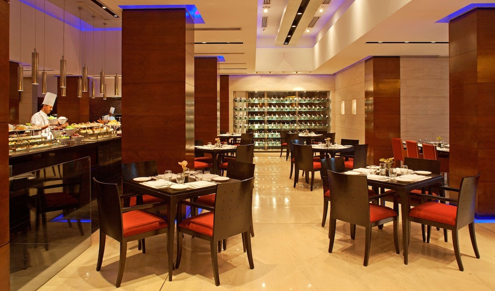 Breakfast Area, Radisson Blu Plaza Delhi Airport