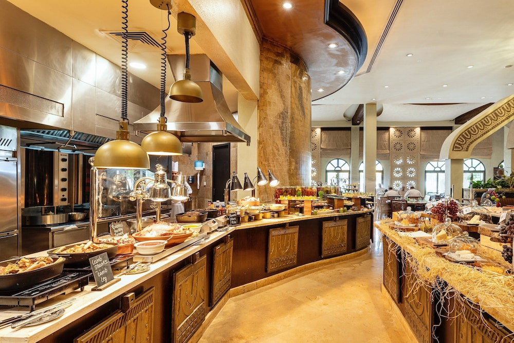 Breakfast buffet, Sharq Village & Spa, a Ritz-Carlton Hotel