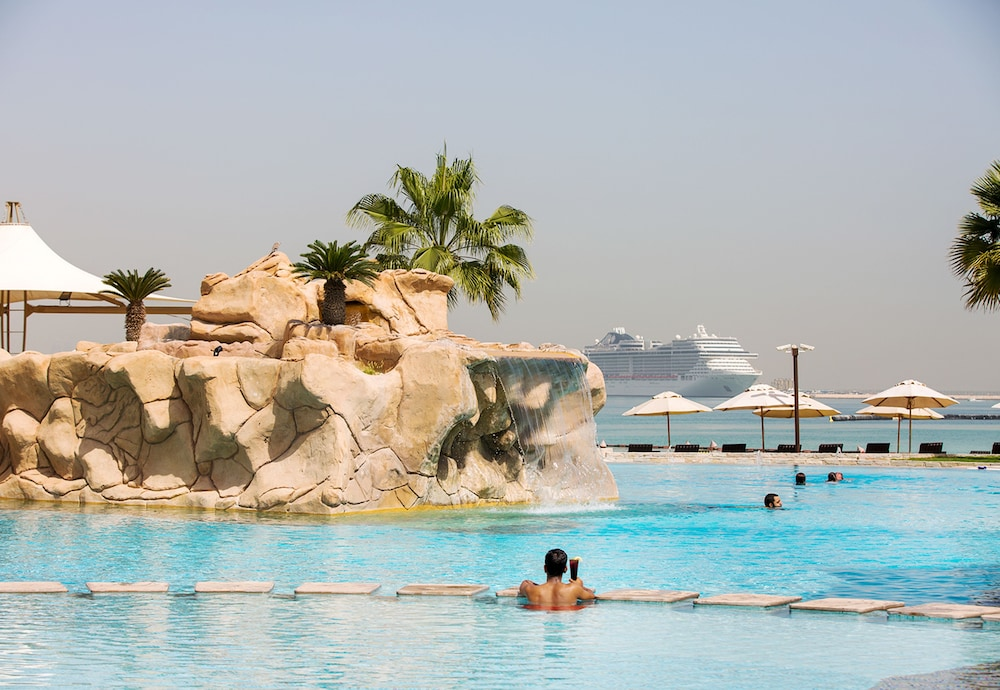 Infinity Pool, Sharq Village & Spa, a Ritz-Carlton Hotel