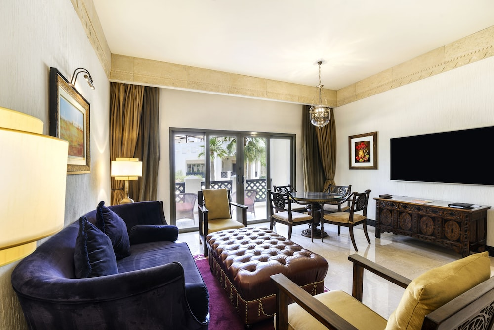 Living Room, Sharq Village & Spa, a Ritz-Carlton Hotel