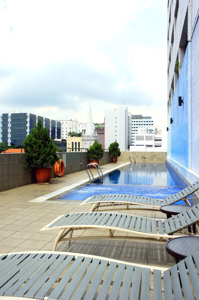 Outdoor Pool, Hotel Royal @ Queens (SG Clean)