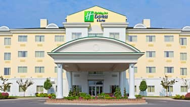 Holiday Inn Express Hotel & Suites Watertown-Thousand Island, an IHG Hotel