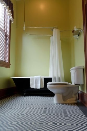 Bathroom, The Fitzpatrick Hotel