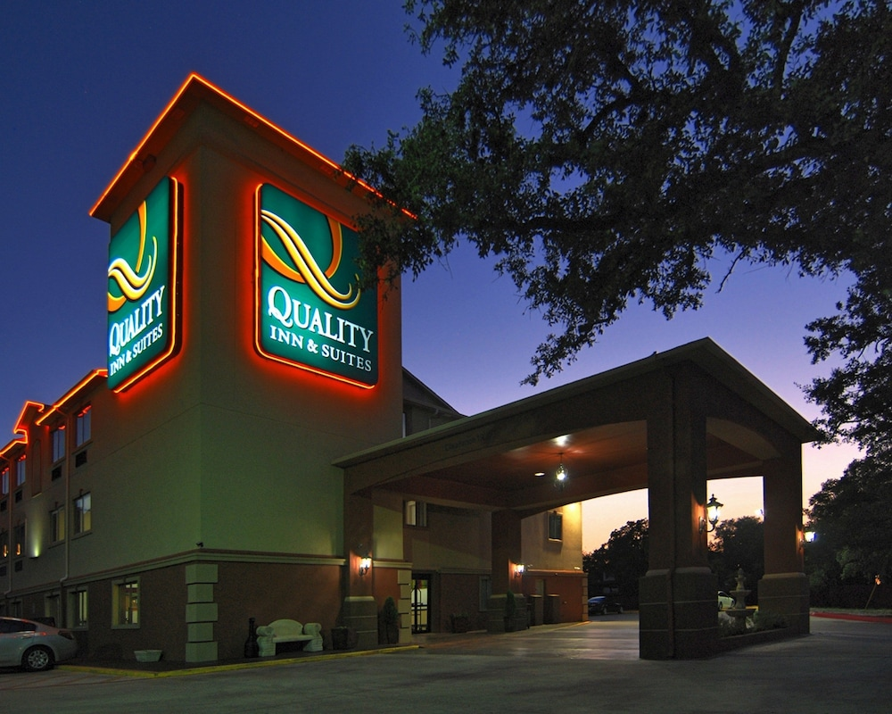 Front of Property - Evening/Night, Quality Inn & Suites SeaWorld North