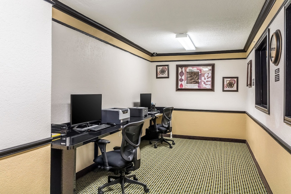 Business Center, Quality Inn & Suites SeaWorld North