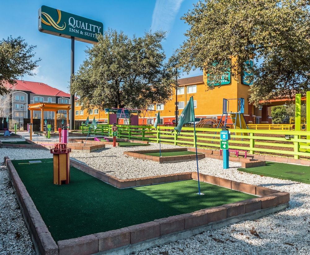 Mini-Golf, Quality Inn & Suites SeaWorld North