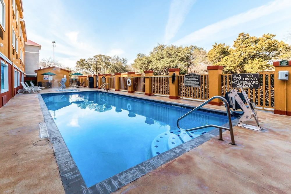 Pool, Quality Inn & Suites SeaWorld North