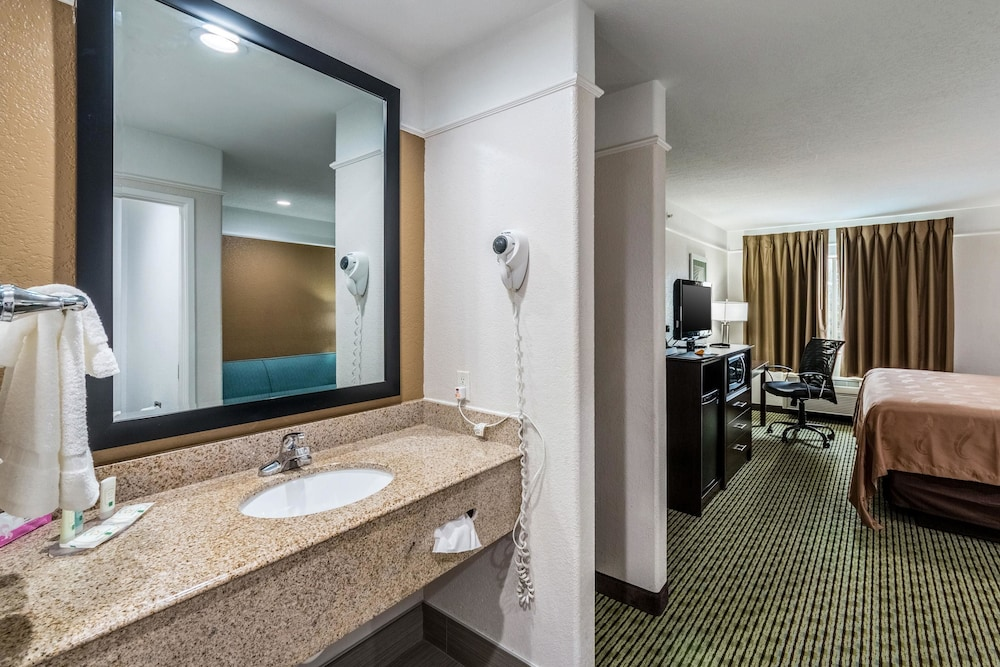 Bathroom, Quality Inn & Suites SeaWorld North