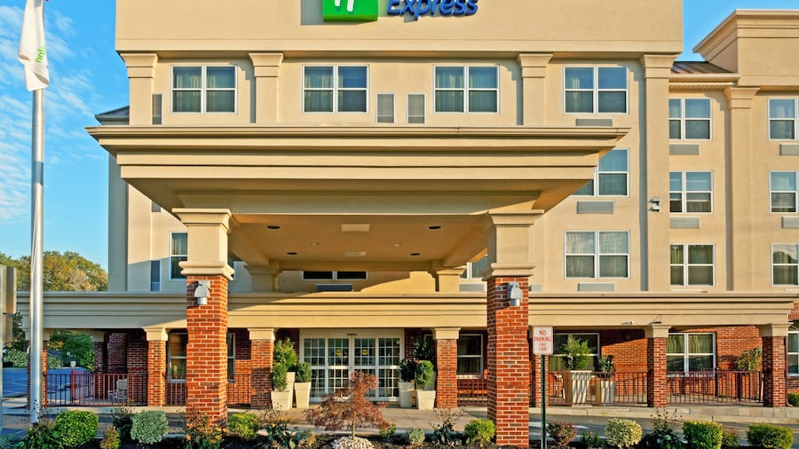 Holiday Inn Express Woodbridge, an IHG Hotel