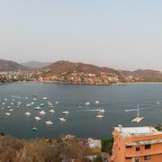 Hotel cerca de a internacional de ixtapa zihuatanejo en for Villas el morro
