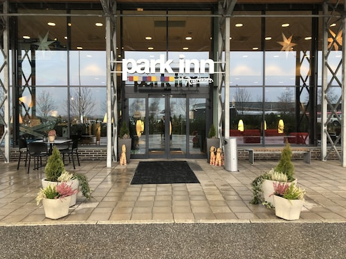 Park Inn by Radisson Oslo Airport Hotel West